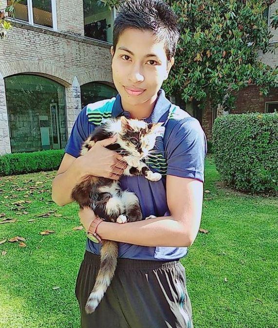 Lovlina Borgohain with a cat