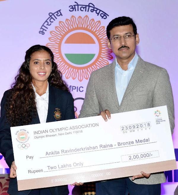 Ankita while receiving a 2 lakh rupees cheque after winning bronze in the 2018 Olympics