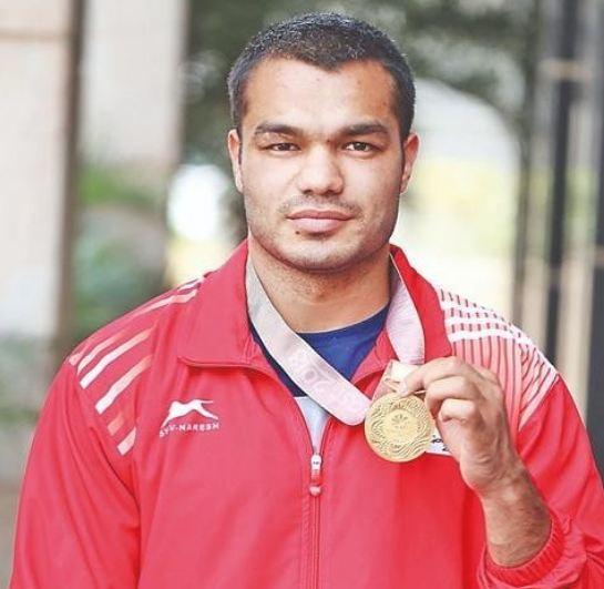 Vikas Krishan Yadav with a medal (CWG 2018)