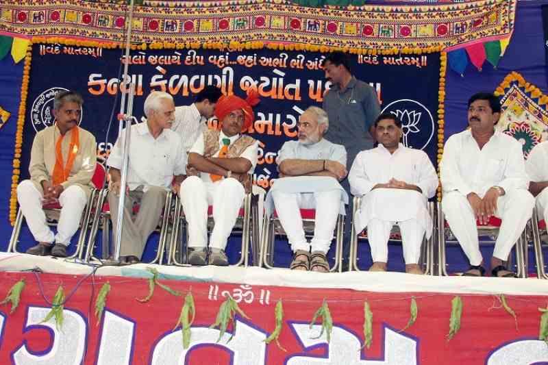 Mansukh Mandaviya after winning the 2002 Gujarat State Assembly election
