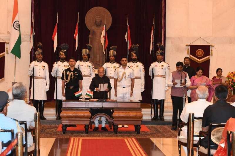 Mansukh Mandaviya taking oath as Minister of State for Ministry of Road Transport & Highways