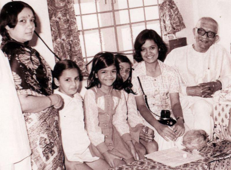Darshana Jardosh (second from right) met former PM Morarji Desai (extreme right) on his birthday in 1977