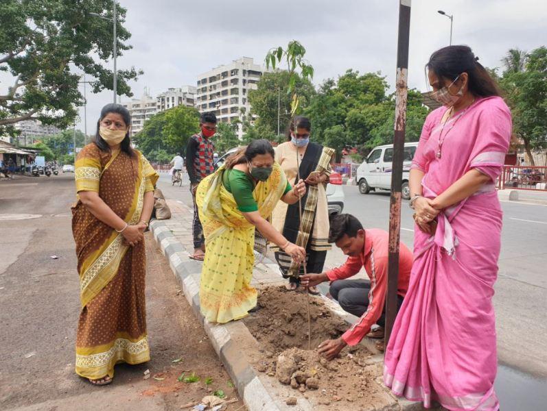 Darshana Jardosh while planting a sapling