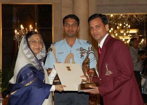 Sanjeev Rajput receiving Arjuna Award
