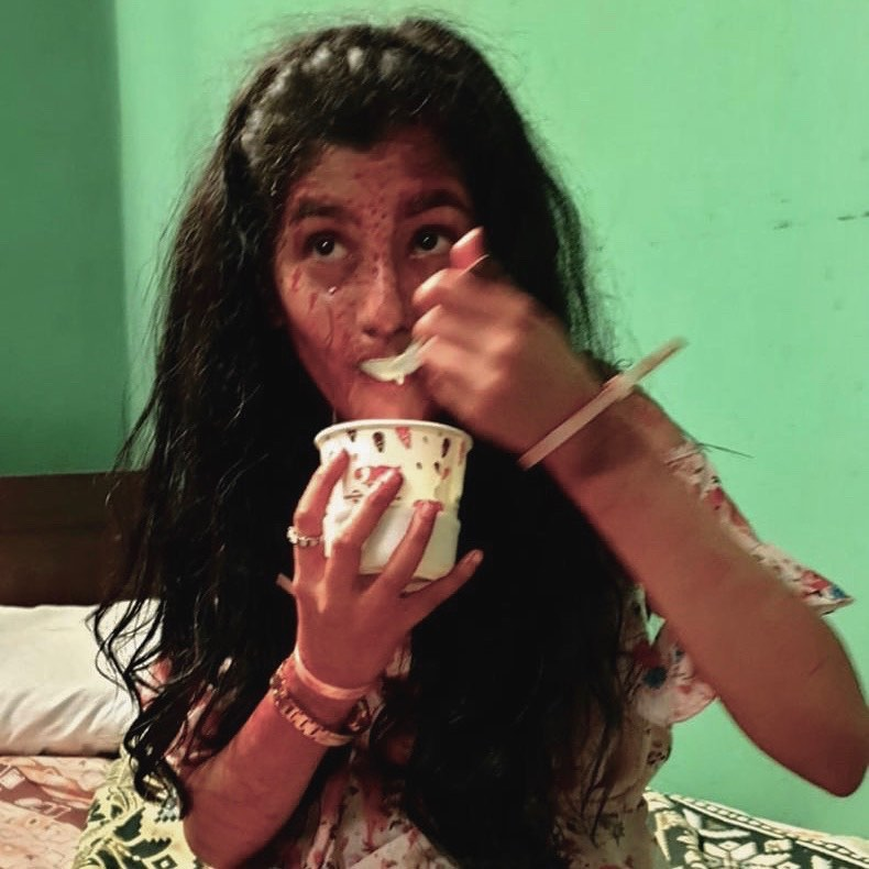 ashlesha thaakur cute photos