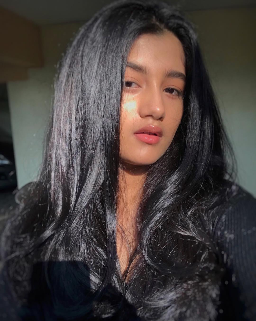 ashlesha thaakur latest selfie photo