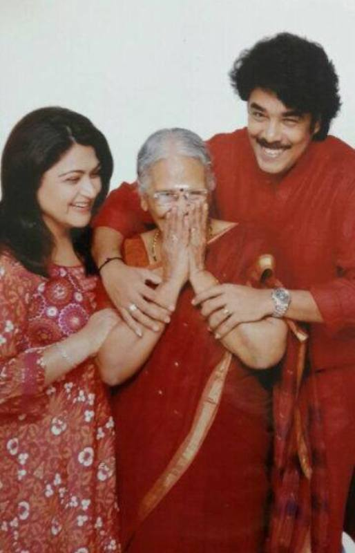 Khushbu with her mother-in-law and husband Sundar C