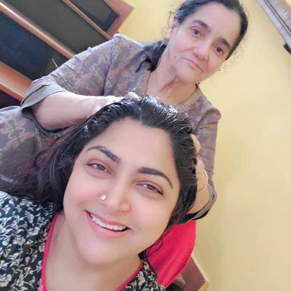 Khushbu Sundar with her mother Najma Khan