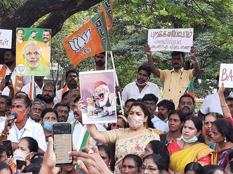 Khushbu Sundar protesting for insulting Narendra Modi in 2021