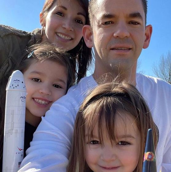 Jared Isaacman with his wife and daughters