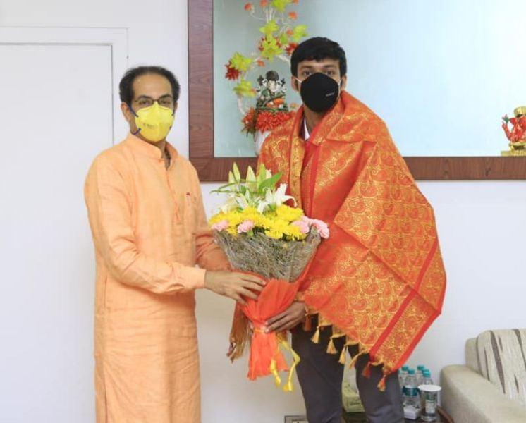 Chirag Shetty being felicitated by Uddhav Thackeray
