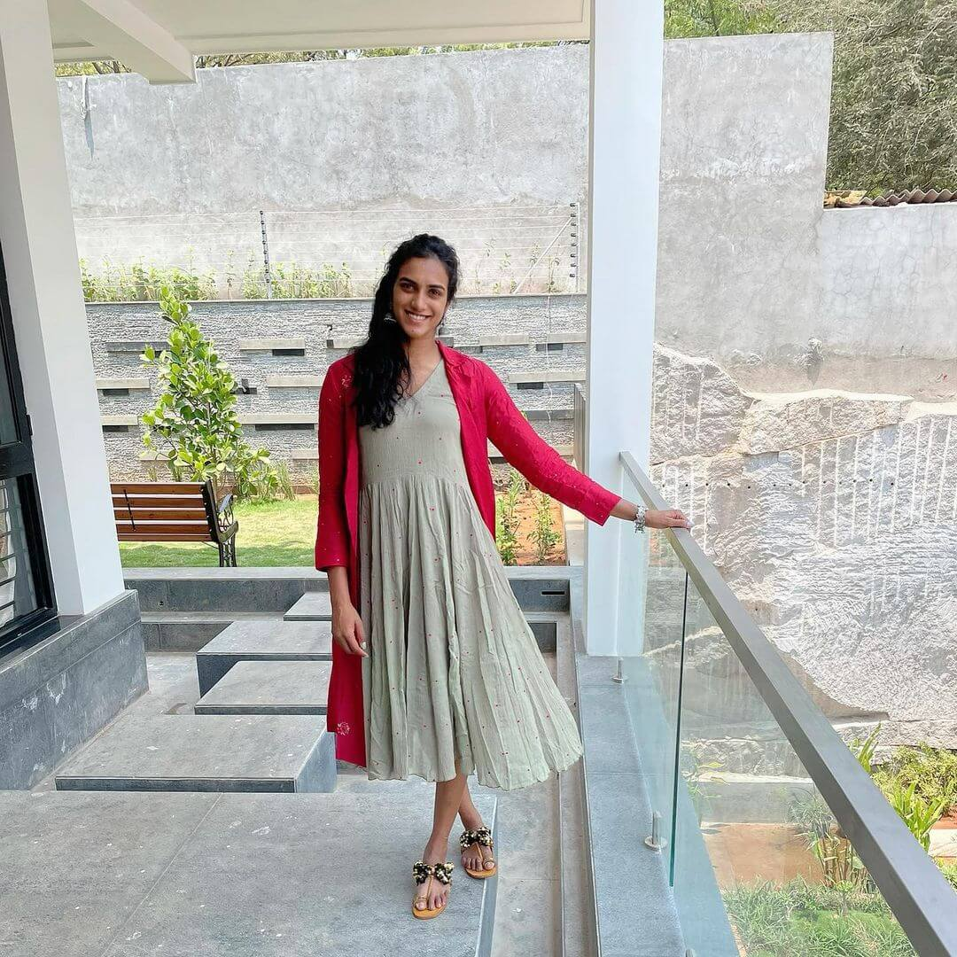 PV Sindhu in long frock photo