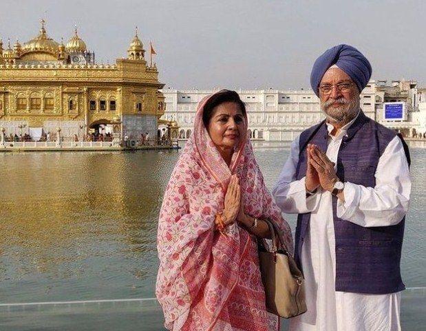 Hardeep Singh Puri with his wife