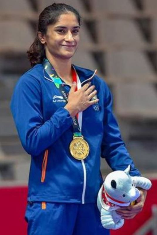 Vinesh Phogat with the gold medal that she won at Yasar Dogu in 2019