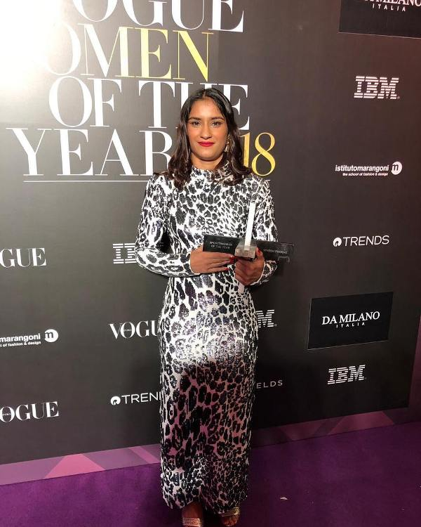 Vinesh while posing with the women of the year award in 2018