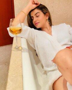Akshara Singh hot exposing photo