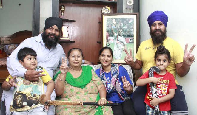 Family members of Manpreet Singh