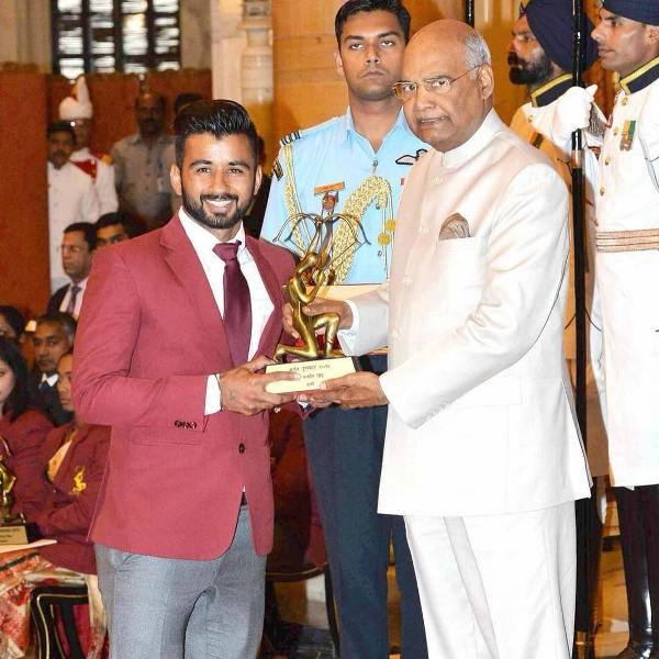 Manpreet Singh receiving the Arjuna Award (2019) from the honourable President of India Ram Nath Kovind