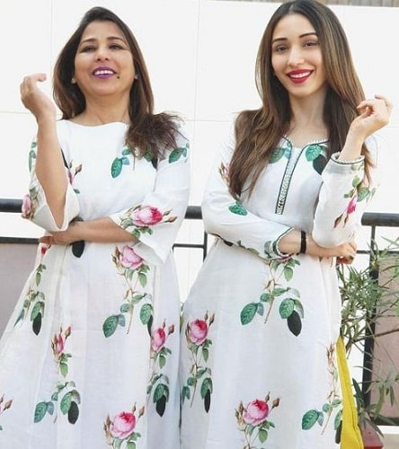 Heli Daruwala and her mother