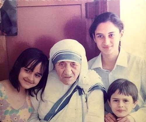 Ajit Sodhi's childhood picture with his sisters and Mother Teresa