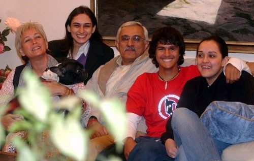 Ajit Sodhi with his parents and sisters